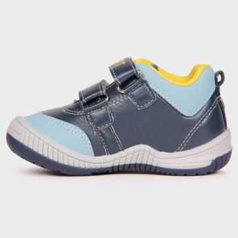 MAX Velcro Closure Casual Shoes